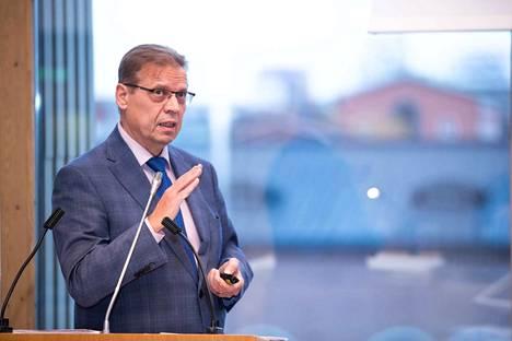 Tampereen pormestarin Lauri Lylyn mukaan menojen kasvua on kyettävä hillitsemään.