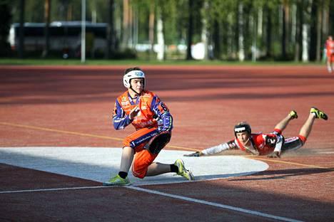 Niko Ehto löi tiistaina yhden KaMan juoksuista ja pelasi ulkopelissä kolmosvahtina.