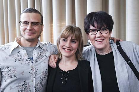 Kuvassa palkitoraadin jäsent Anssi Kasitonni, Henriikka Tulivirta ja Hilkka Lamberg.