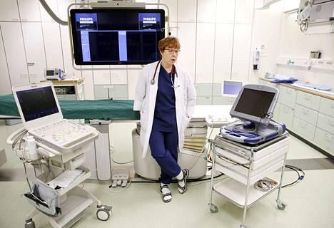 Satasairaalan kardiologian ylilääkäri Pirjo Rummukaisen mukaan sydämentahdistimen virtalähteen vaihtoa ei voi siirtää, oli koronavirusepidemia tai ei.
