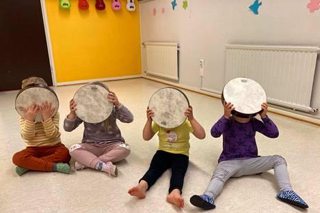Musiikkiopistossa voi aloittaa jo vauvana muskaritoiminnassa.
