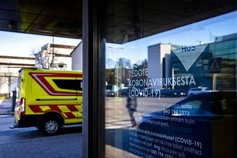 Koronavirus on levinnyt kahdessa helsinkiläissairaalassa maaliskuun puolivälin jälkeen. Arkistokuva Meilahden sairaalasta.