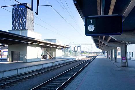 Junassa matkustanut kertoi matkustamohenkilökunnalle mahdollisista koronaviruksen oireista kesken matkan.