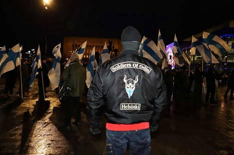 Soldiers of Odin -liikkeen mielenosoittajia oli saapunut Helsinkiin useista suomalaisista kaupungeista.