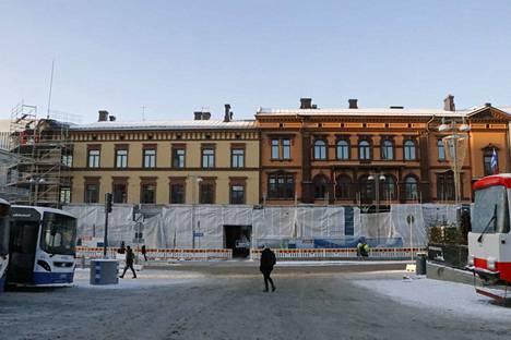 Sandbergin talosta tulee kaunis kokonaisuus, jossa eri aikaan valmistuneet osat rakennuksesta erottuvat myös ulkonäöltään.