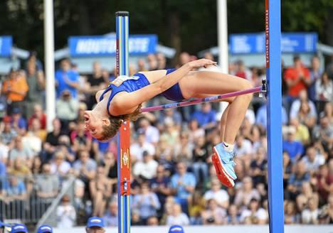 Ella Junnila lähtee ensimmäiseen kilpailuunsa.