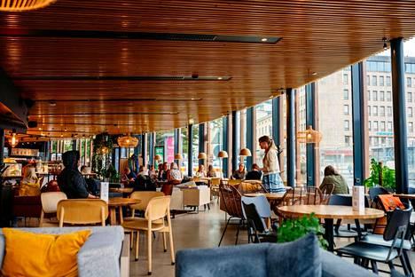 Tammerkosken partaalla sijaitseva Puisto-ravintola on yksi Pirkanmaan Osuuskaupan ravintoloista, joissa Outin tulee käytyä usein. – Kaupungilla käydessä tulee poikettua Puistoon kahville tai sitten vietämme siellä iltaa joko puolison kanssa syöden ja nauttien tai ystävien kanssa.