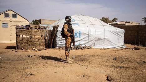 Kuvituskuvassa burkinafasolainen sotilas.