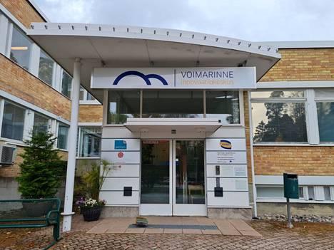 Karkussa sijaitseva Voimarinne eli entinen Hoikan opisto on yksi Saskyn oppilaitoksista.