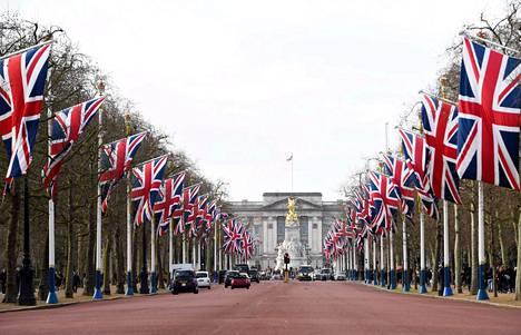 Britannian liput liehuivat Lontoossa, kun Britannia erosi EU:sta tammikuun lopussa. Kuningaskunnassa on kasvava määrä ihmisiä, jotka haluaisivat salkoon oman lipun.