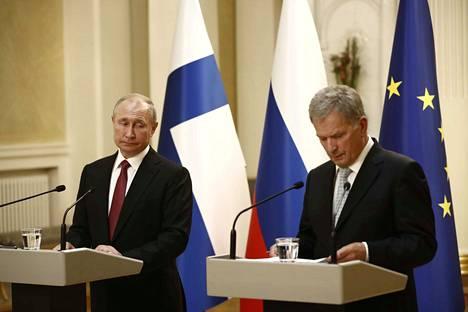 Venäjän presidentti Vladimir Putin ja Suomen tasavallan presidentti Sauli Niinistö vastasivat lehdistön kysymyksiin Helsingissä keskiviikkona.