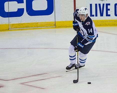 Ville Heinola saa vastuuta Winnipegin puolustuksessa.