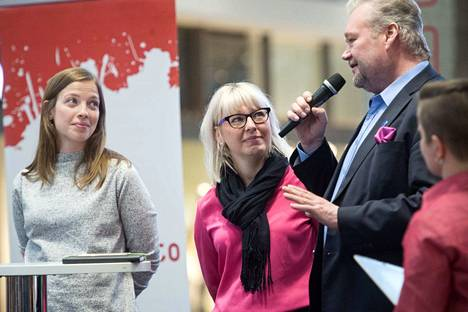 Jari Myllykosken lakialoitetta kannettiin yli puoluerajojen. Vasemmistoliiton omat ministerit Li Andersson ja Aino-Kaisa Pekonen eivät aloitetta allekirjoittaneet, kuten eivät muutkaan valtioneuvoston jäsenet.