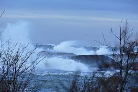 Myrskytuulta Porin Kallossa torstaina.