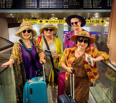 Pullo cavaa ja aurinkoa on komedia naisten ystävyydestä ja unelmien vanhainkodista Algarvessa. Rooleissa Kristiina Sihvonen (vas.), Ulla Huoviala-Kääpä, Marja-Liisa Niittynen, Kristiina Sihvonen ja Merja Vaittinen.