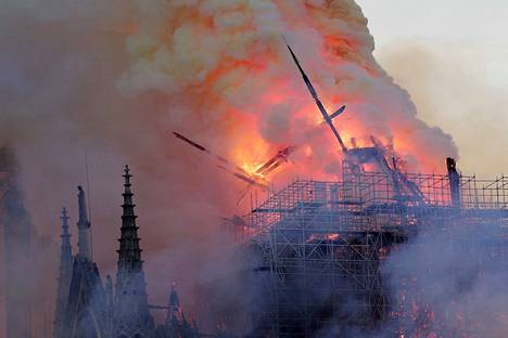 Katedraalin torni kaatui palossa. Se rakennettiin 1800-luvun puolivälin tienoilla samoihin aikoihin kun katedraalia kunnostettiin.