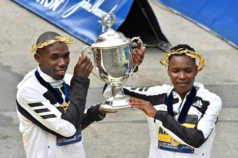 Benson Kipruto ja Diana Kipyogei olivat Bostonin maratonin nopeimmat. Naisten sarjassa Keniaan meni kolmoisvoitto.