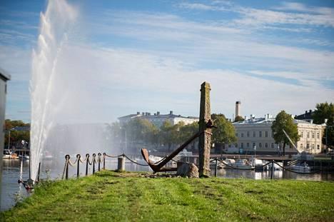 Rakkauspuiston paikaksi on suunniteltu alustavasti Kirjurinluodon kärjen maastoa. Suunnitelmat eivät ole vielä lopullisia.