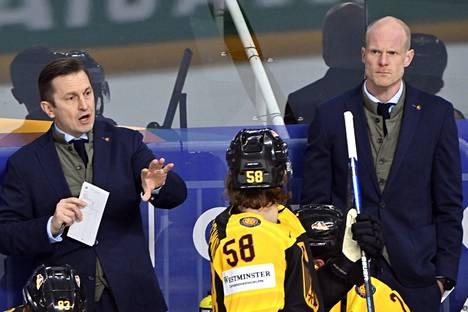 Toni Söderholm (oik.) on Saksan päävalmentaja ja Ville Peltonen (vas.) apuvalmentaja.