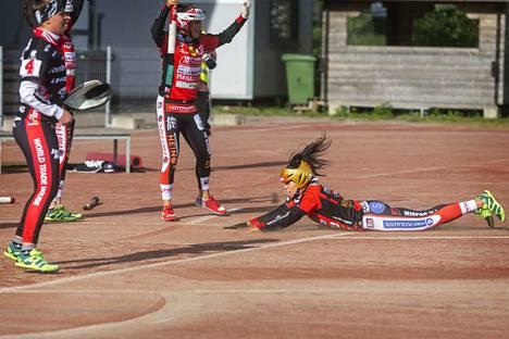 Pesäkarhujen Emilia Itävalo toi neljä juoksua Lappeenrannassa keskiviikkoiltana.