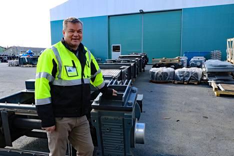 Raumaster Oy:n toimitusjohtaja Kari Pasanen sanoo Rauman konepajan laajennusmahdollisuuden tulevan todelliseen tarpeeseen. Metsä Fibren laitetilaus työllistää vahvasti ja menneen koronavuoden jälkeen kysyntätilanne markkinoilla on elpynyt.