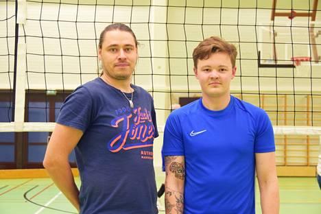 Jarkko Isokangas (vas.) ja Roope Hietanen pelaavat ensimmäiset sarjapelinsä KeuTon paidassa lauantaina Saarijärvellä.