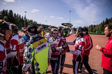 Manse PP:n paikka pääsarjassa varmistui sunnuntaina, kun joukkue kukisti Ylivieskan Kuulan Kaupin stadionilla.