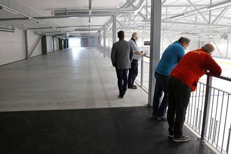 Uuden hallin toiseen kerrokseen saatiin toteutettua noin 50 metrin juoksurata ja kuntosali.