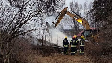 Könkkölän kartano tuhoutui rajussa tulipalossa maanantaiaamuna.