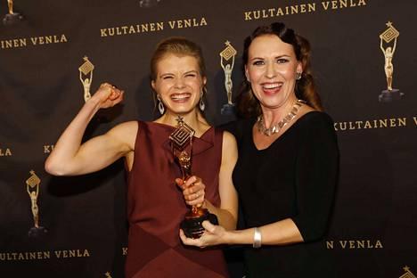 Alina Tomnikova ja Marika Makaroff juhlivat Muumilaakson menestystä.