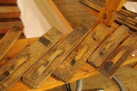 Sastamalan seudun museon esineistö on siirretty Pappilan Kivinavetasta Stormin vanhan koulun kokoelmakeskukseen. Kuvassa museon kokoelmiin kuuluvaa esineistöä.