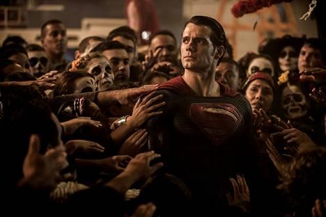 Kun Supermanin (Henry Cavill) voimat alkavat huolestuttaa kansaa ja Batmanin metodit kyseenalaistetaan, asettuvat nämä kaksi legendaarista supersankaria vastakkain.