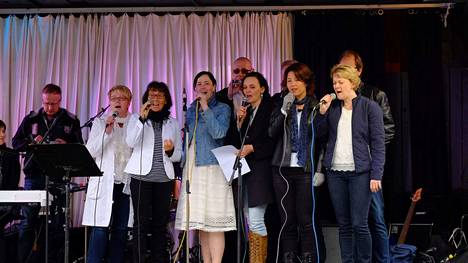 Praisement konsertoi Multian kirkossa 21. marraskuuta.