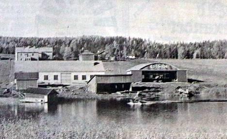 Veljekset Karhumäen lentoasema Keljossa 1930-luvun puolivälissä.