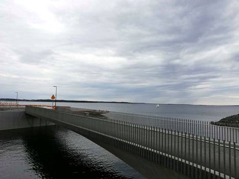 Warkaanlahdensilta kanavan itäpäässä Näsijärven rannassa.
