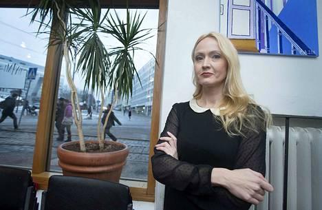 Eveliina Talvitie on kirjoittaa esikoisromaanissaan kovia kokeneista nuorista naisista.