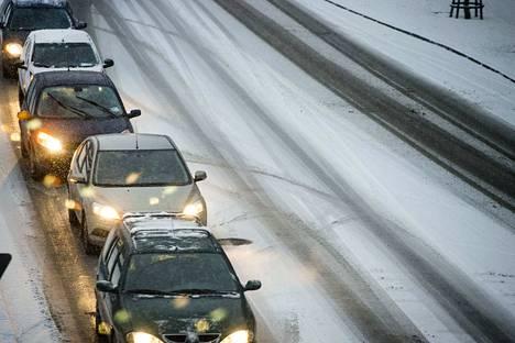 Perjantaina ajellaan Satakunnassakin lumisilla teillä.