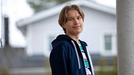 Elias Manninen laulaa nykyisin bassoääntä poikakuoro Pirkanpojissa. Harrastus on tuonut paljon ystäviä, joita kaipaa korona-aikana.