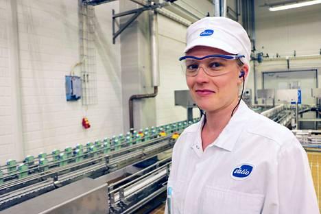 Jokaisella Valion tehtaan työntekijällä on suuri vastuu, niin myös janakkalalaisella Heta Leinolla. He vastaavat siitä, että kuluttaja saa turvallisia ja puhtaita tuotteita.
