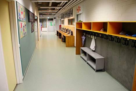 Koulujen käytävillä on viime aikoina ollut rauhallista. Kuva Kangasmetsän koululta Kankaanpäästä.