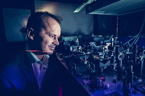 Goëry Gentyn mielestä Tampere on mitä parhain paikka tehdä fotoniikan tutkimusta, sillä täällä on panostettu valotutkimukseen jo pitkään.