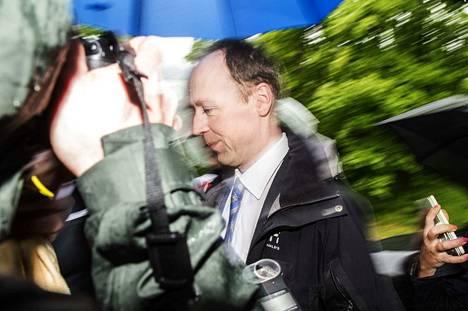Perussuomalaisten puheenjohtaja Jussi Halla-ahon mukaan Lempäälän kunnanvaltuutettu Olavi Saarelaisen toiminta sosiaalisessa mediassa ei edistä puolueen asiaa.