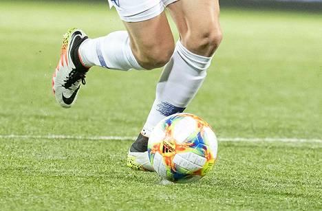 Urheilun lajiliitot ovat kieltäneet kättelyt otteluissa koronaviruksen leviämisen estämiseksi.
