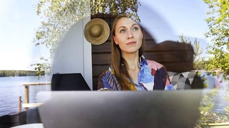 Hanna Siefen kirjoitti uteliaisuudesta kirjan kotinsa saunamökissä. Uteliaisuus on Siefenin mukaan taito, jota voi kehittää.