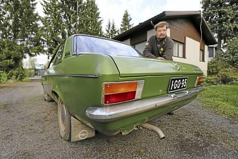 Kimmo Laakola aikoo ehostaa Opel Asconasta harrasteauton. Museokatsastusta hän ei ainakaan vielä suunnittele.