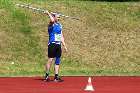 Lassi Saarinen heitti SM-hopeaa Porvoon yleisurheilukisoissa viikonvaihteessa.