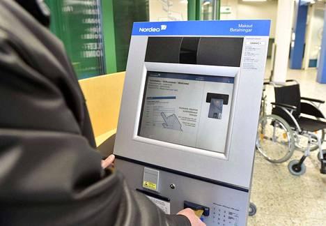 Järjestelmähäiriö vaikutti Nordean verkko- ja mobiilipankkipalveluihin, käteisnostoihin ja korttimaksuun.