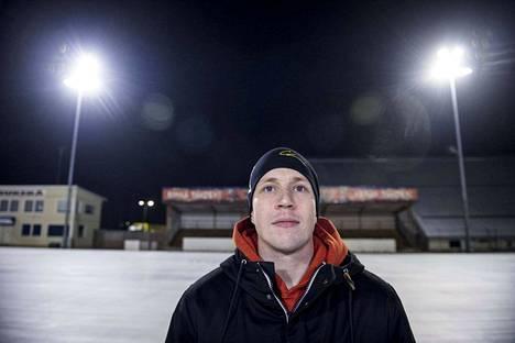 Narukerän Tomi Mustonen on mukana Suomen huikeassa jääpallomaajoukkueessa, joka taisteli tiensä finaaliin.