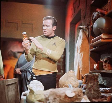 Kaikkien kapteenien ykköskapteeni. William Shatner Star Trek -sarjan ykköskaudella 50 vuotta (ja joitakin kymmeniä kiloja) sitten.