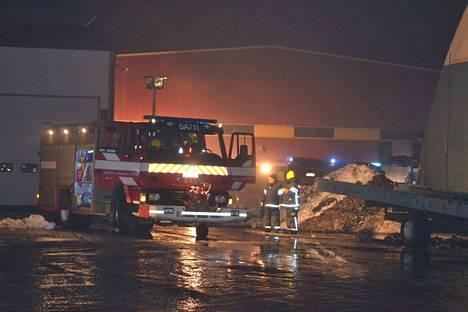 Paloa sammuttamaan saapui pelastuslaitoksen yksiköitä ainakin Eurasta, Säkylästä, Kiukaisista ja Köyliöstä.